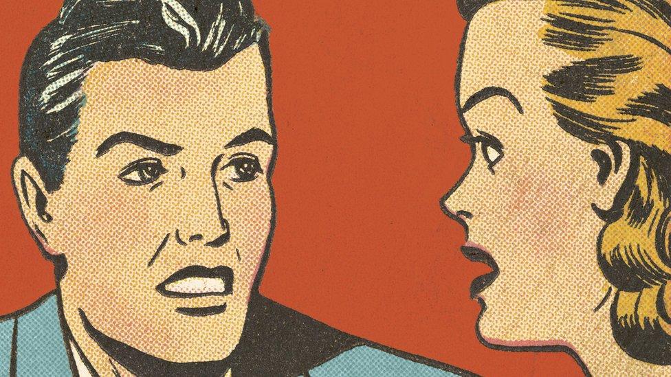 Dos personajes de caricatura conversan.