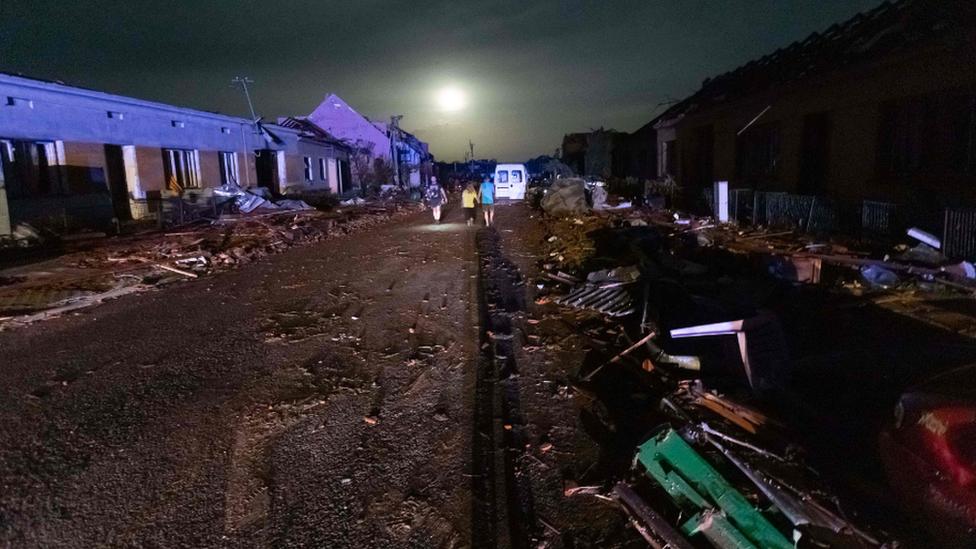На Чехию обрушился мощный торнадо: деревни частично сравняло с землей