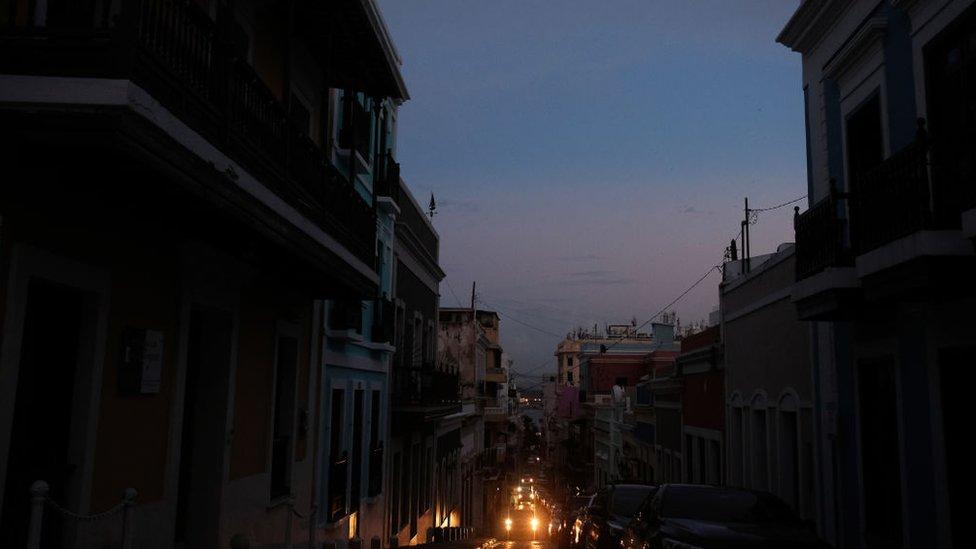 En abril, Puerto Rico sufrió un apagón que dejó a oscuras toda la isla.