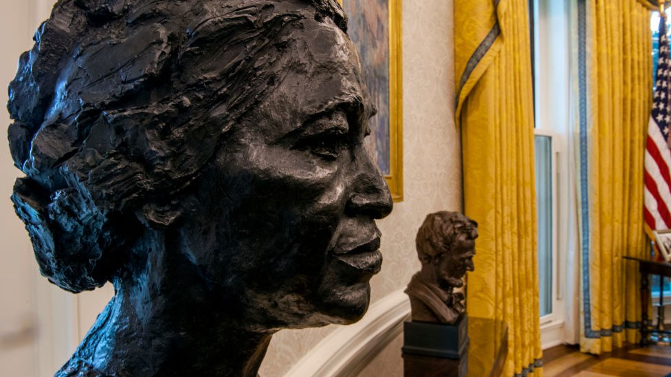 Busts of Rosa Parks and Abraham Lincoln in the Oval office on 20 January 2021