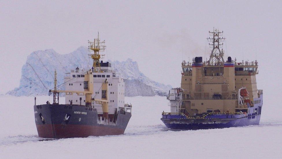 Rompehielos en el Ártico