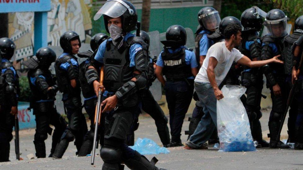 Policía antidisturbios en Nicaragua