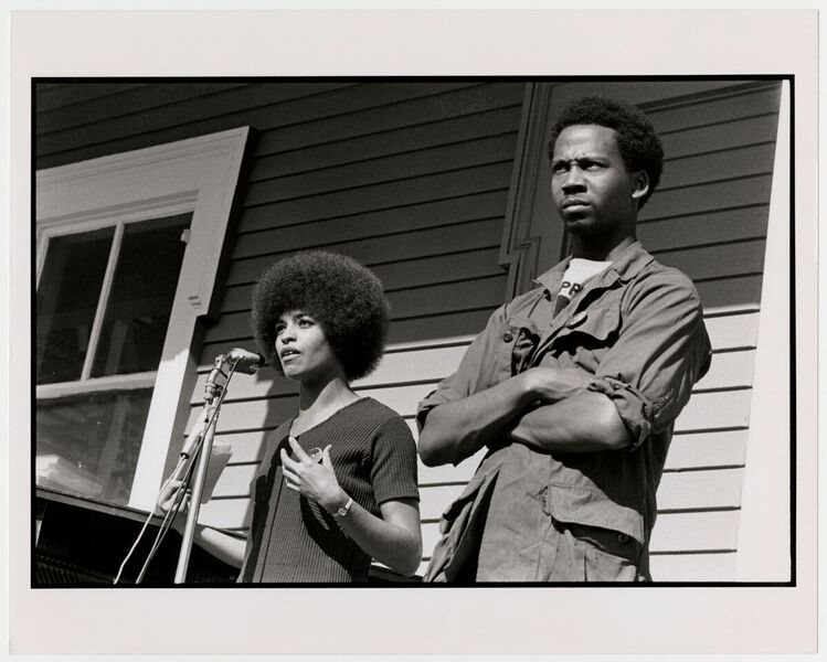 Angela Davis speaks at a rally in Oakland in 1970