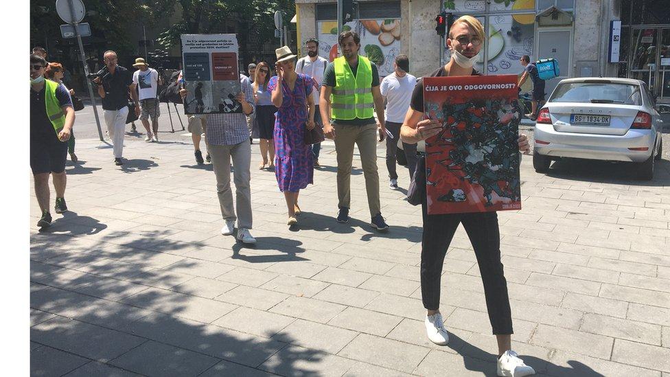 Aktiviski Beogradskog centra za ljudska prava i žrtve policijskog nasilja u protestnoj šetnji