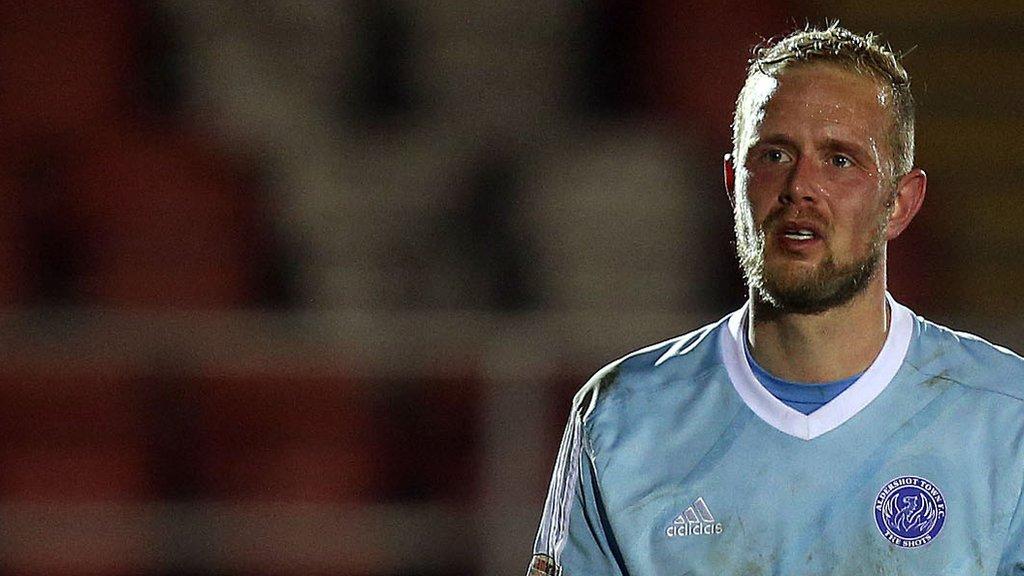 Scott Rendell and Jake Gallagher sign new Aldershot Town deals
