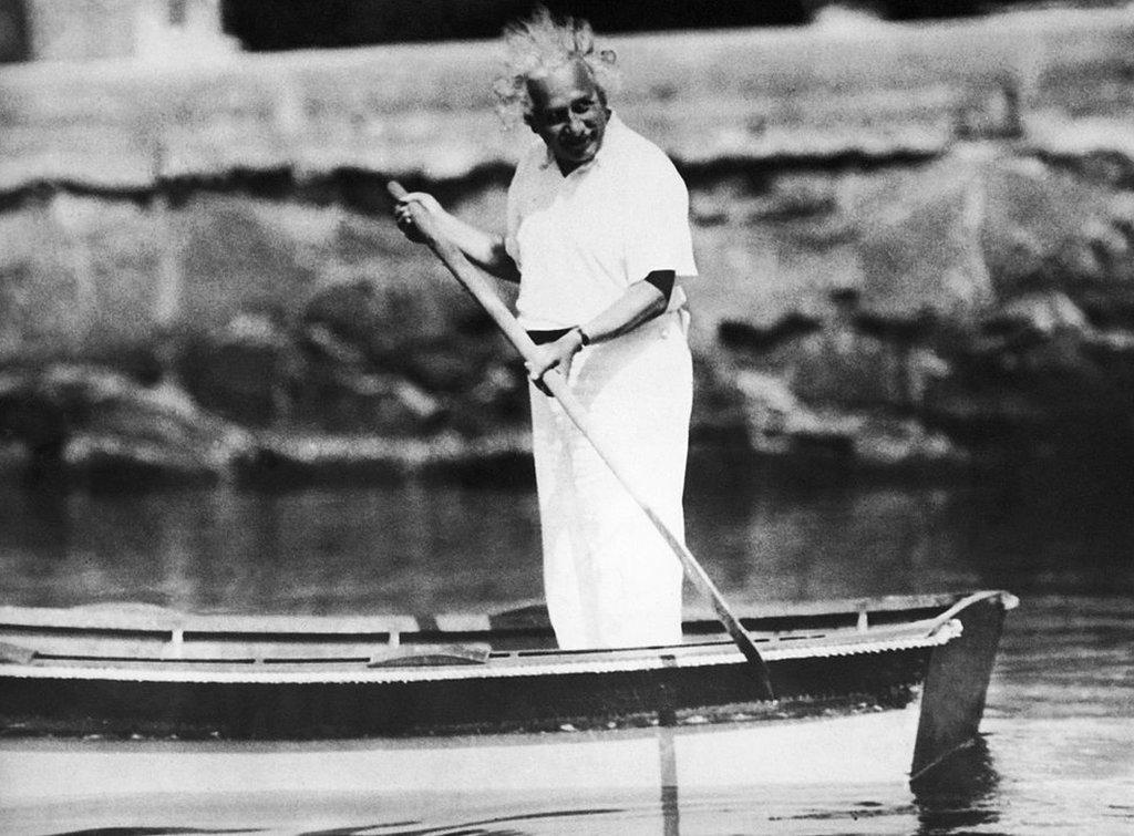 Einstein en un bote.