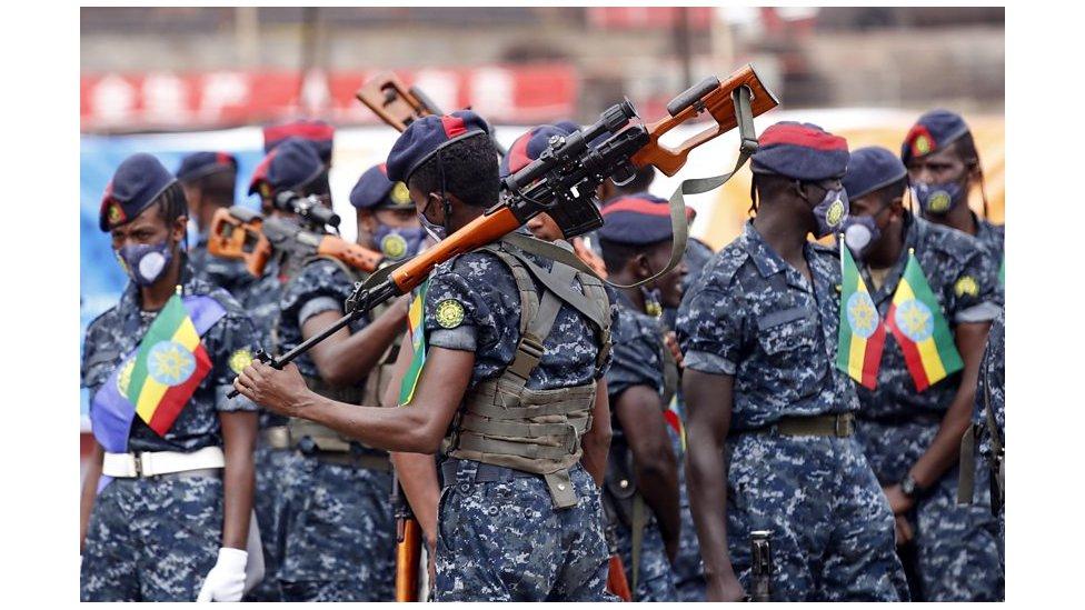 دأبت القوات الفيدرالية على تنظيم عروض عسكرية في مواجهة عروض مماثلة في إقليم تيغراي