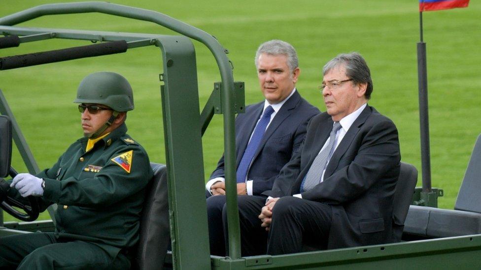 El presidente Iván Duque junto a Carlos Holmes Trujillo, quien pasó de la cancillería al ministerio de Defensa.