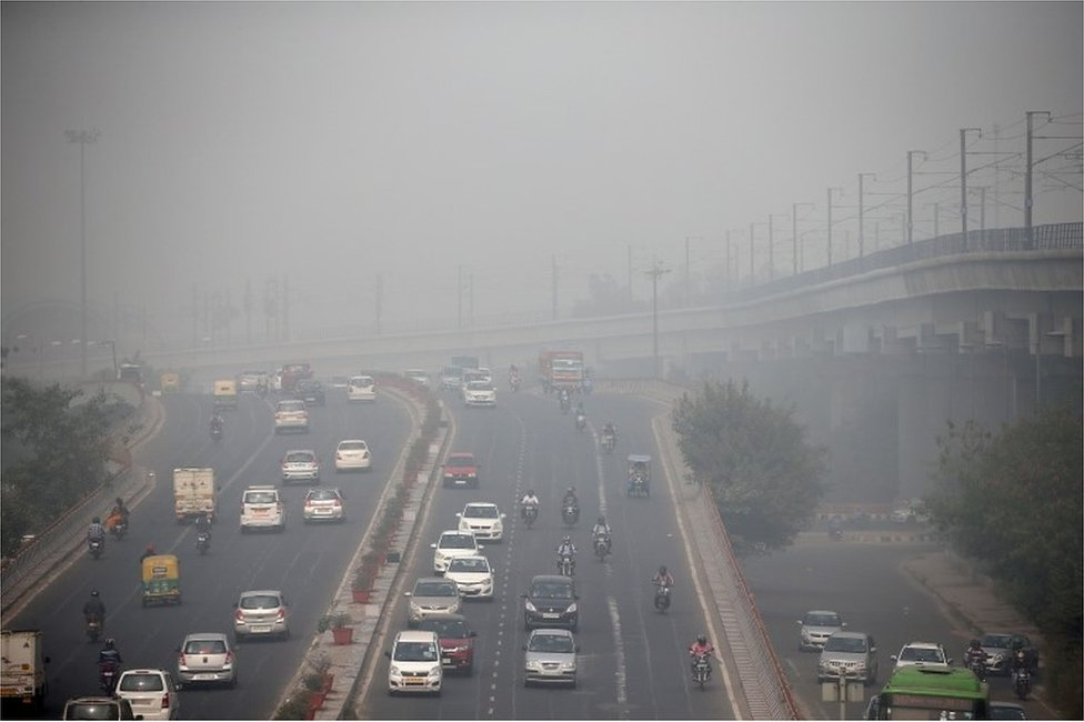 Traffic drives through smog in Delhi, India November 7, 2016.