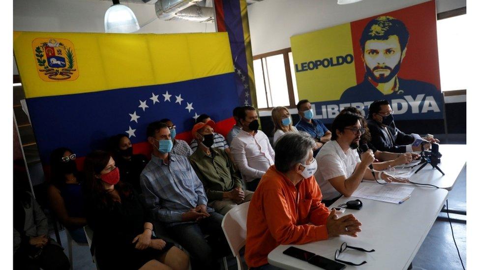 Freddy Guevara interviene durante la rueda de prensa de anuncio de participación de la oposición en regionales.