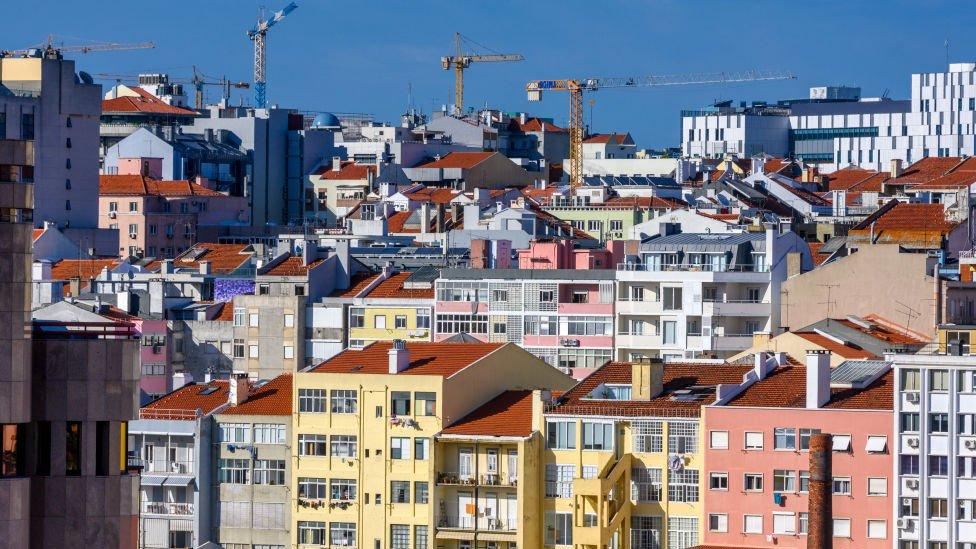 Grúas en Lisboa.