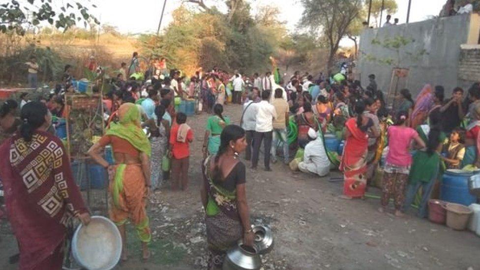 राशन कार्ड से पानी हासिल करने को मजबूर क्यों हैं ये लोग