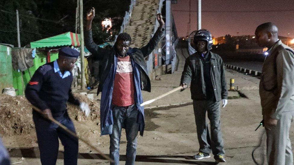 Kenya'da geceleri sokağa çıkma yasağı var