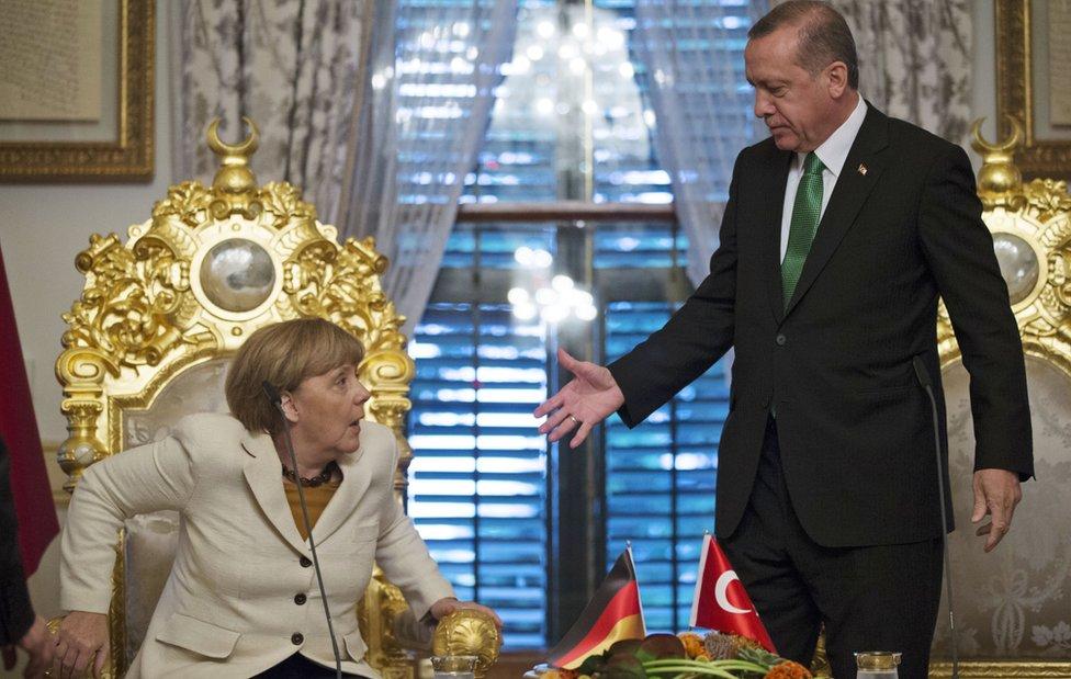 German Chancellor Merkel with President Erdogan at Yildiz Palace in Istanbul (18 Oct)