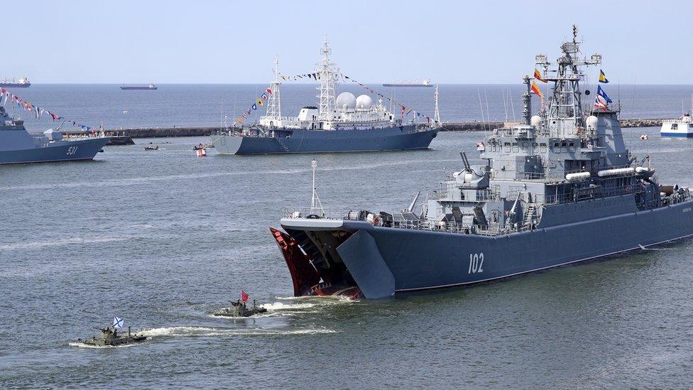 Россия сконцентрировала крупную группу кораблей и самолетов в Крыму. Что происходит?