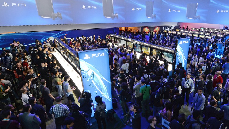 Gaming fans play the PS4, E3, Los Angeles, California, June 11, 2013.