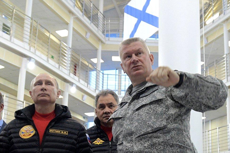President Vladimir Putin (L) and Vice-Admiral Nikolai Yevmenov, commander of Russian Northern Fleet