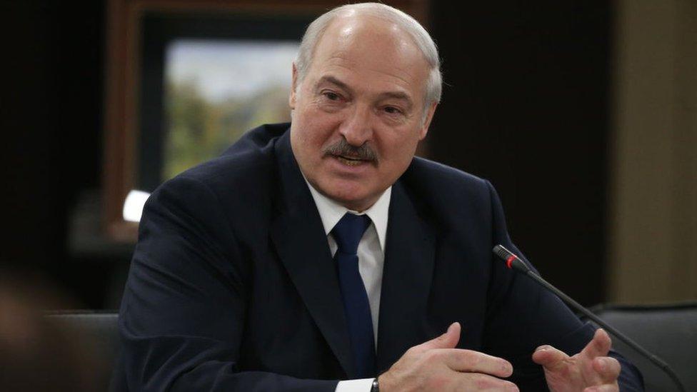 الرئيس البيلاروسي ألكسندر لوكاشنكو يتحدث في 15 فبراير/شباط 2019 في سوتشي، روسيا