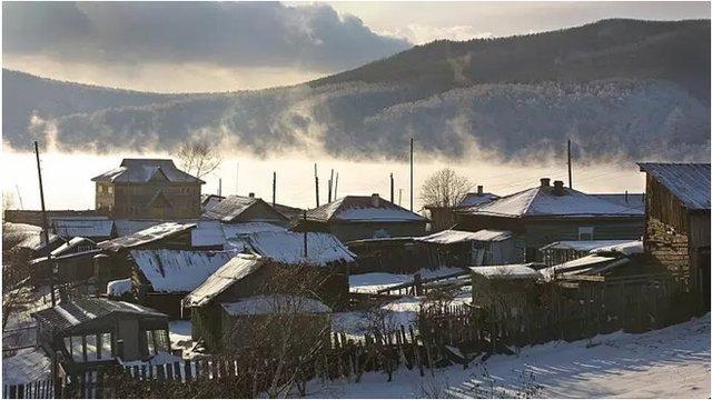 利斯特維揚卡(Listvyanka)是貝加爾湖畔的一個小鎮,被稱作貝加爾湖的大門,深受中國遊客和房地產投資者的歡迎。