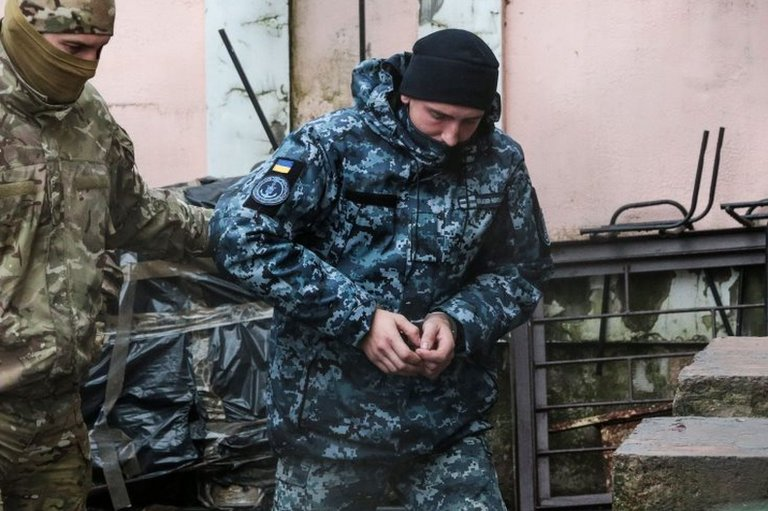 One of the detained Ukrainian sailors (C) is escorted by a Russian security service officer in Simferopol, Crimea. Photo: 27 November 2018