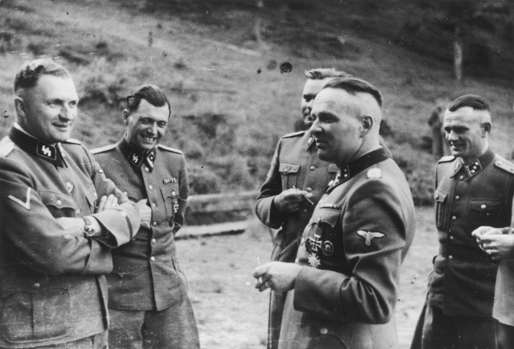 Oficiales de la SS: Richard Baer, Josef Mengele, Josef Kramer, Rudolf Hoess y Anton Thumann
