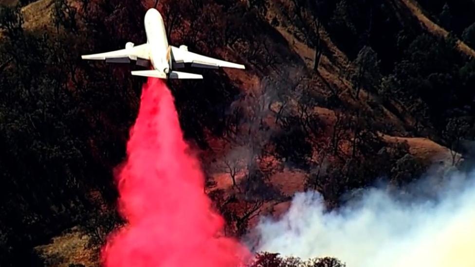 السلطات في كاليفورنيا تستعين بطائرات نفاثة لإخماد الحرائق
