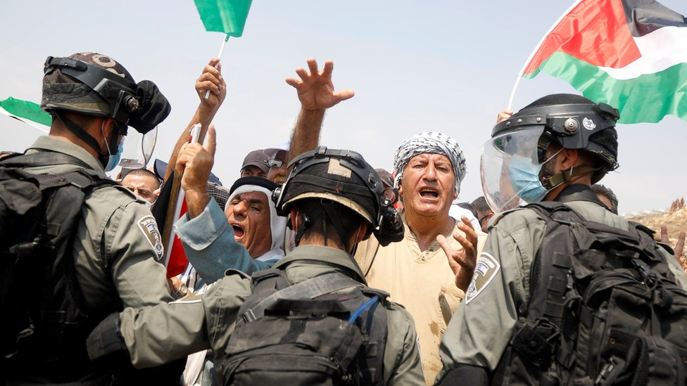 Palestinians protest against Israeli settlement construction in Shufa, in the occupied West Bank (1 September 2020)