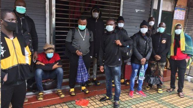 Warga berkebangsaan Afrika di Guangzhou mengeluhkan pengusiran dari tempat tinggal mereka.