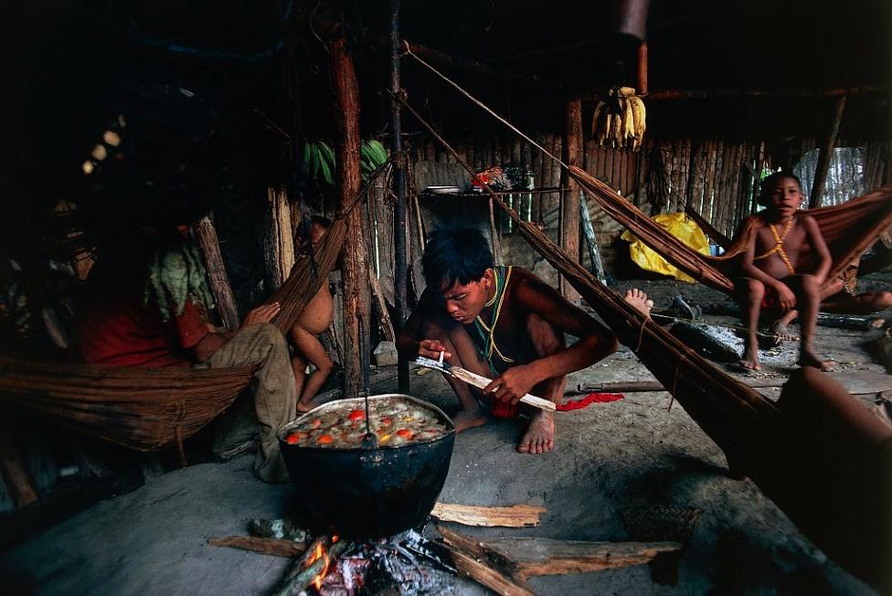 Yanomami cocinando