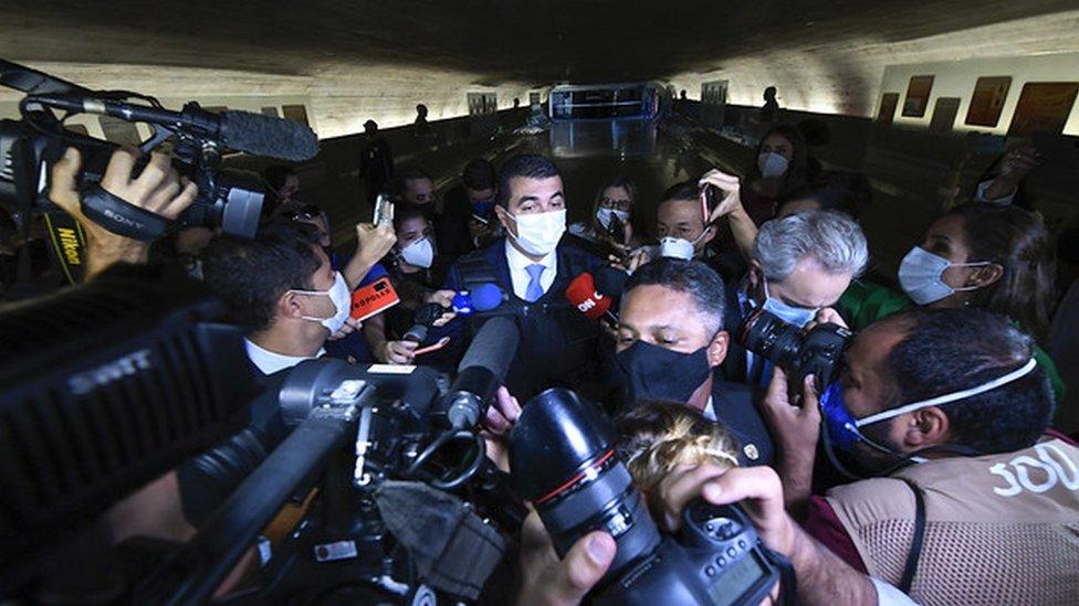 Luis Miranda chegando para depor na CPI