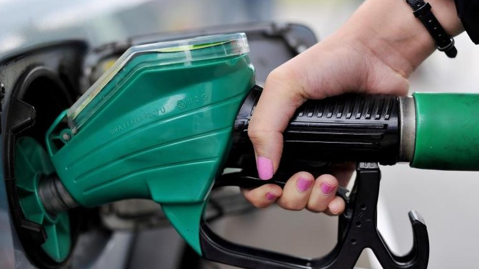 Petrol prices could fall by £1.50 a tank - AA