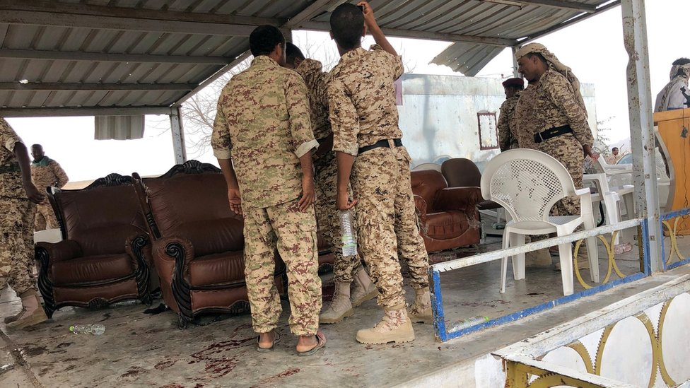 Soldiers inspect damage to a VIP area after a drone attack on Yemen's al-Anad military base in Lahj province (10 January 2018)