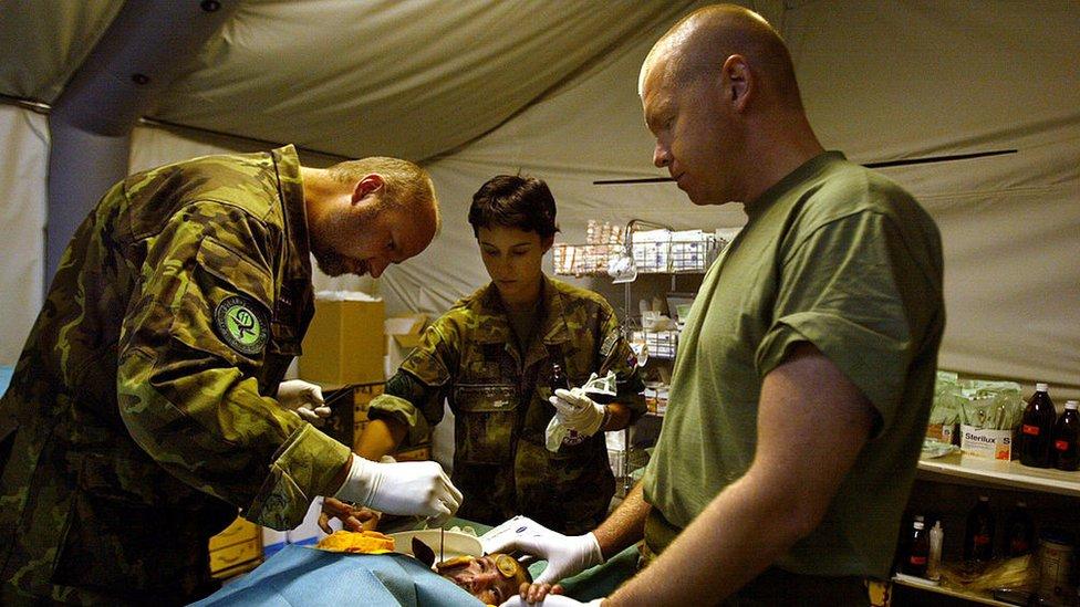 Cirujanos militares