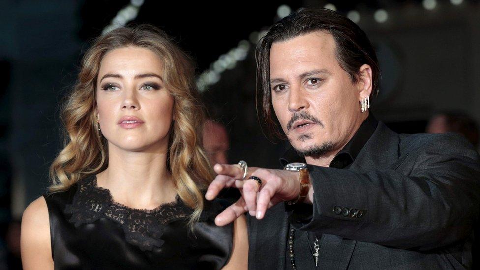 جوني ديب وزوجته السابقة أمبر هيرد في عام 2015
