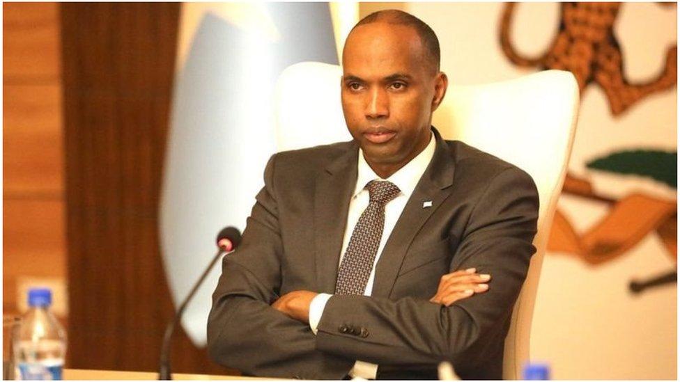 Maxay ka dhigan tahay in Khayre musharraxnimadiisa soo mariyo baraha bulshada? - BBC News Somali