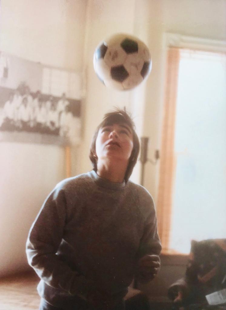 Marta Álvarez jugando al fútbol