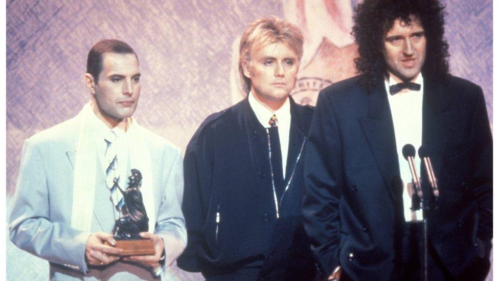 Kvin na dodeli nagrade 1990. godine