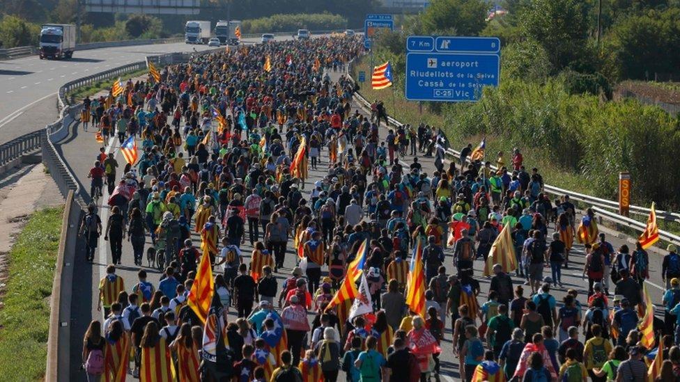 carretera con manifestantes en Cataluña.