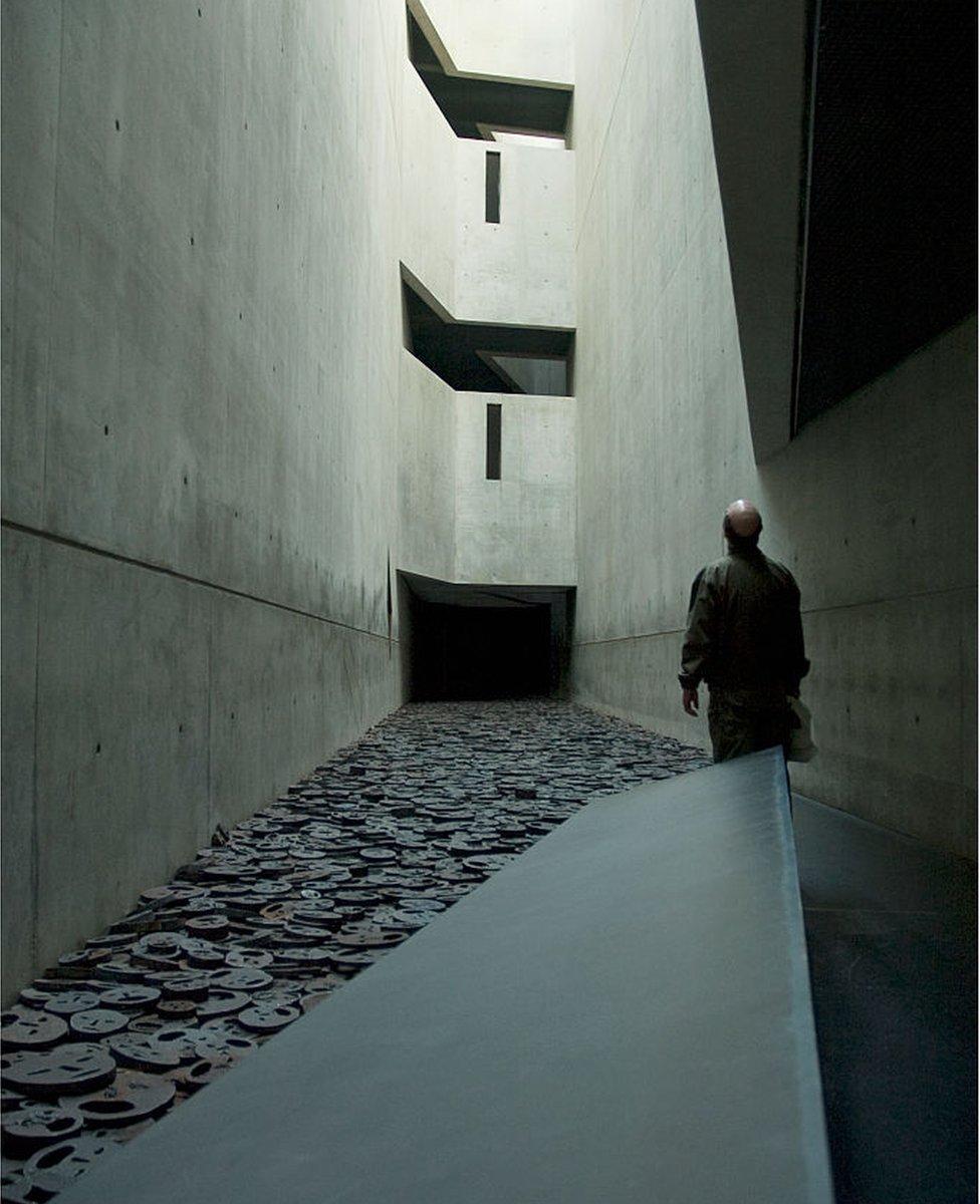 داخل متحف المحرقة النازية في برلين