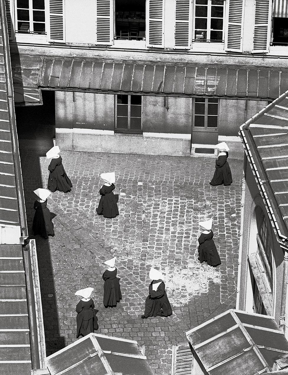 1952年,巴黎修道院修女