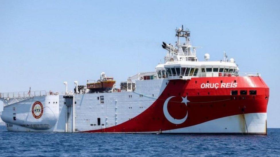 """تتحدى مهمة السفينة التركية """"أوروتش رئيس"""" اتفاقية يونانية مصرية أُبرمت للتنقيب عن الغاز"""
