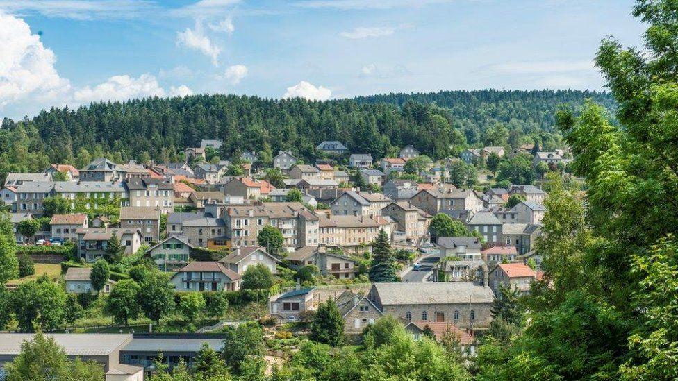 قرية لو شومبون سور لينيون في جنوب شرق فرنسا