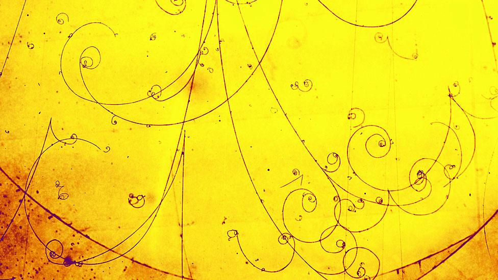 Trazas de electrones y positrones