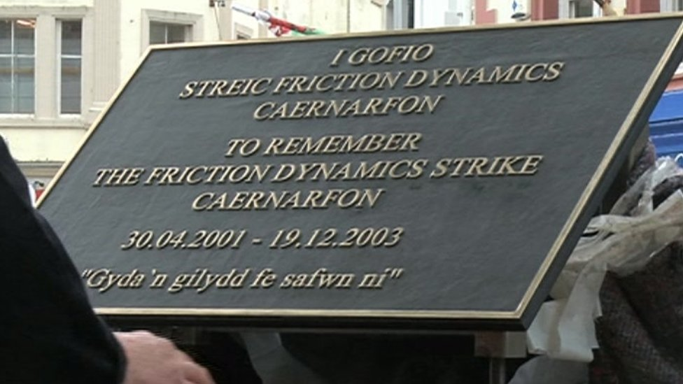 Plaque remembering the Friction Dynamics strike in Caernarfon