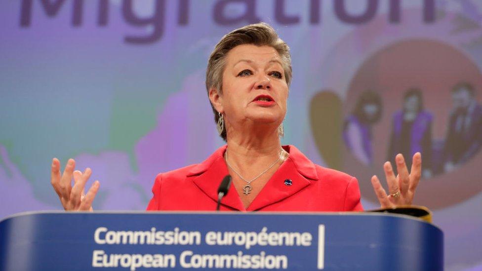 المفوضة الأوروبية للشؤون الداخلية إيلفا يوهانسون تتحدث خلال مؤتمر صحفي حول ميثاق جديد للهجرة واللجوء في المفوضية الأوروبية في بروكسل، 23 سبتمبر/أيلول 2020