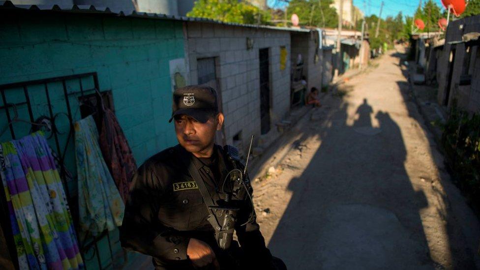 Policía en El Salvador