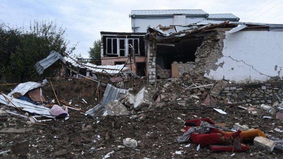 منزل دمره القصف في ستيباناكيرت، ناغورنو كاراباخ