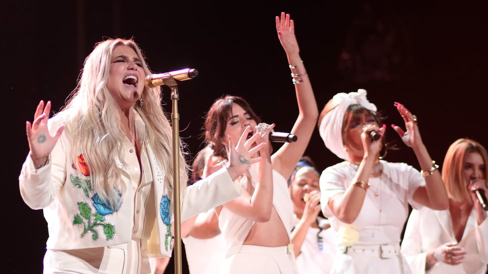 Kesha performs Praying