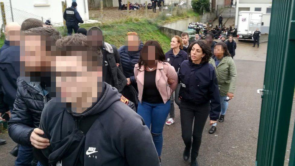 """""""السترات الصفراء"""": وزير الداخلية الفرنسي يقول إن الاحتجاجات """"خلقت وحشا"""""""