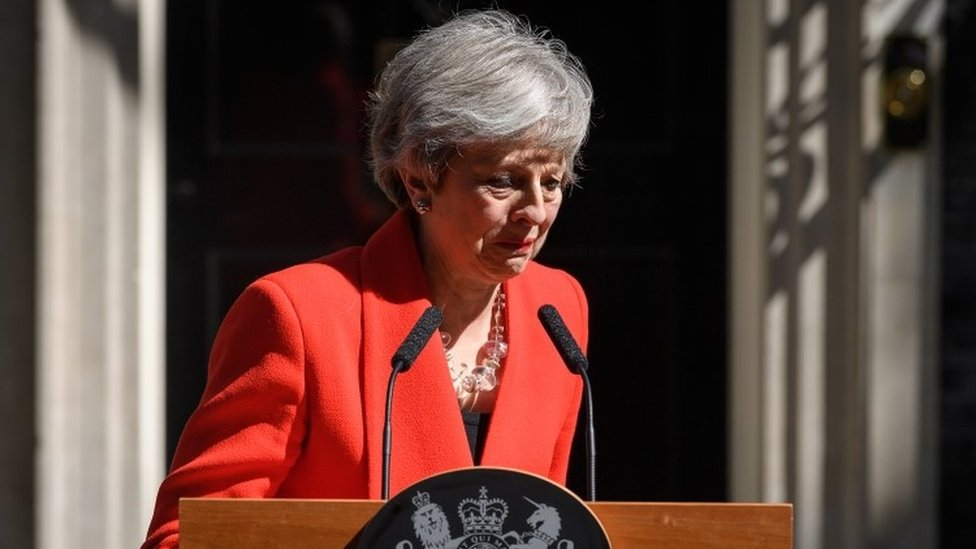 Theresa May llorando